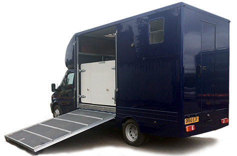 2-stall horsebox with side ramp down